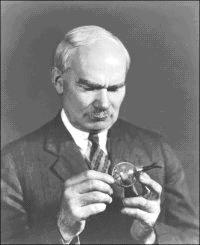 Dr. Lee DeForest